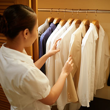 Are laundry services available to guests at Norfolk Lodge & Suites?