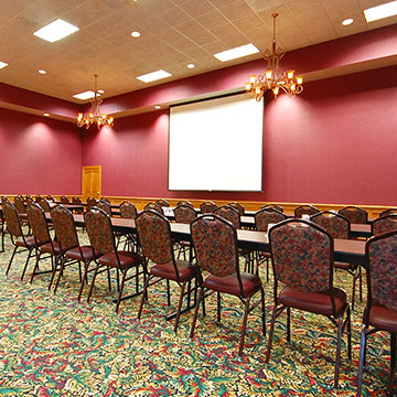 What event equipment is available at Norfolk Lodge & Suites?